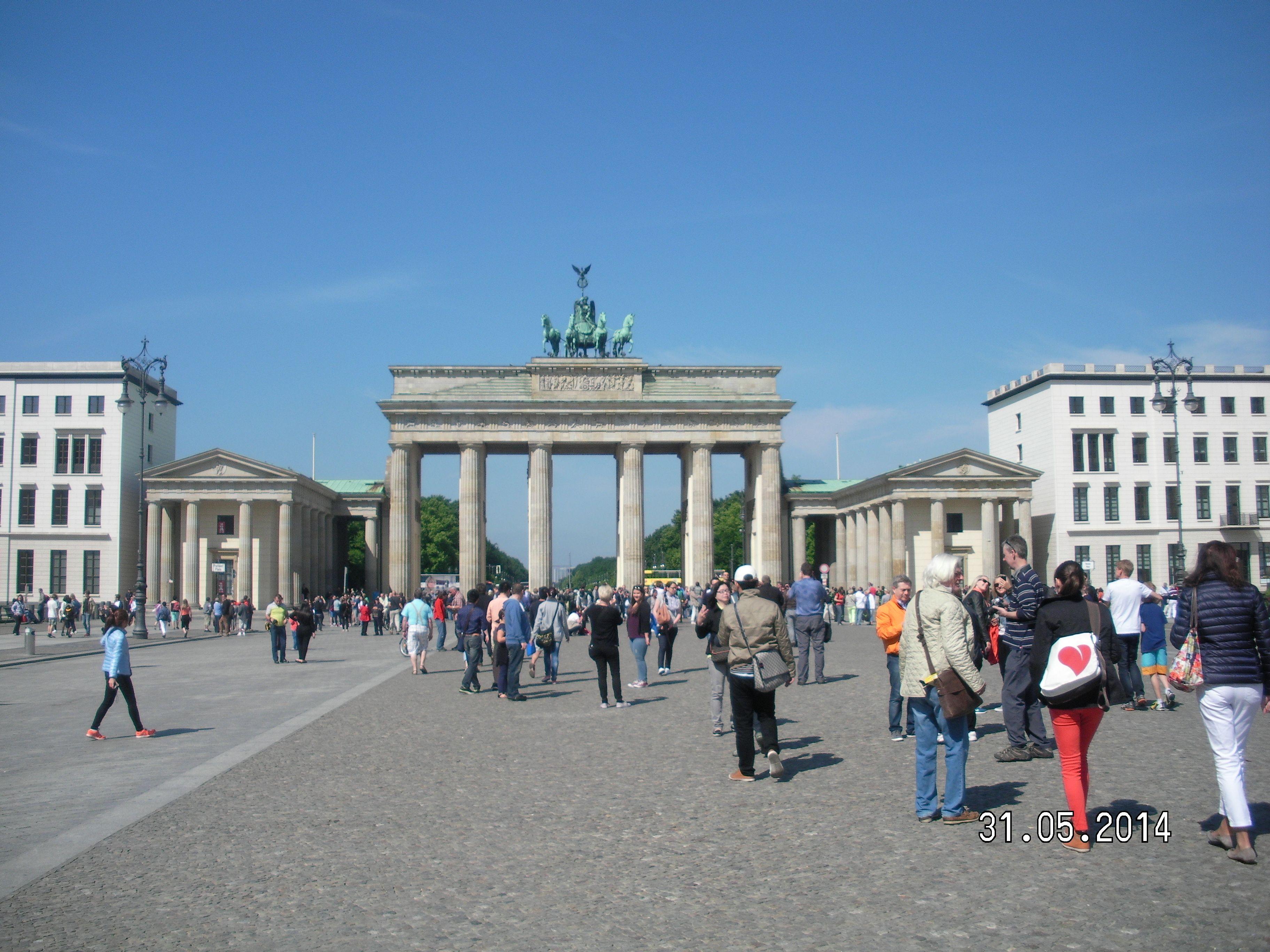 Brandenburger Tor Am Mittag Berlin Urlaub Urlaub Und Brandenburger Tor