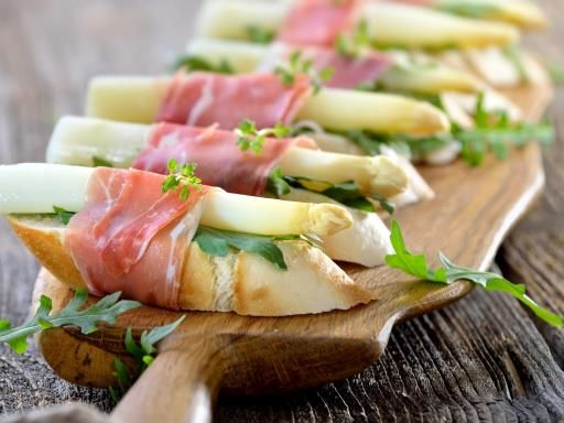 bruschetta aux asperges blanches et au jambon cru recette asperges blanches bruschetta et. Black Bedroom Furniture Sets. Home Design Ideas