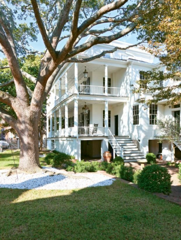 Southern Style: Beautiful Homes in Charleston, South ... on big villa, big balloons, big styles of homes, big estate home, big houses,