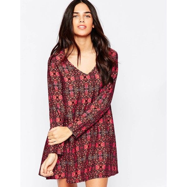 Influence V Neck Shift Dress In Tapestry Print (£21) ❤ liked on Polyvore featuring dresses, maroon, vneck dress, v neck shift dress, white v neck dress, white shift dress and tapestry dress