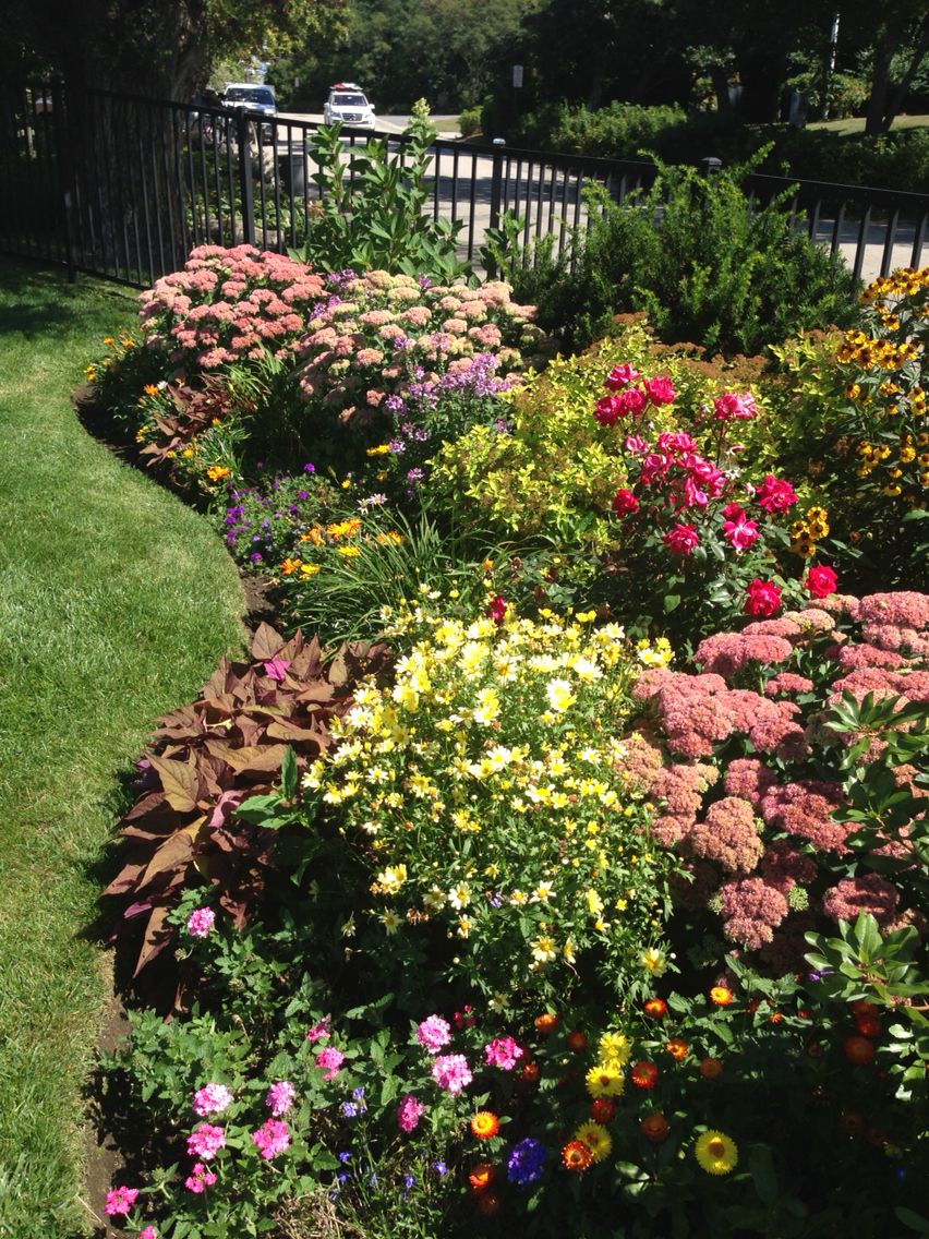 Second View Of Rockport Garden Homeowners Opt For Seasonal Color