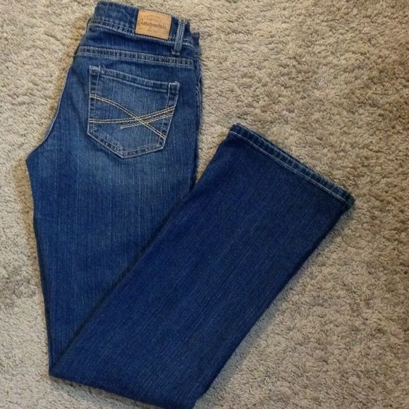 Aeropostale Jeans Chelsea bootcut 3/4 reg.  98%   2% spandex.  Very comfortable jean.  Used item, still in good shape. Normal wear and tear. Aeropostale Jeans Boot Cut