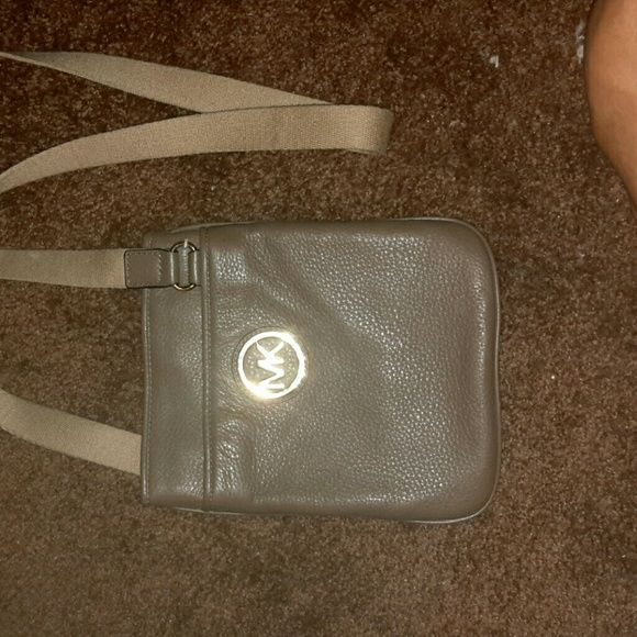 Selling this Michael Kors Fulton messenger crossbody bag in my Poshmark closet! My username is: bmrgirl. #shopmycloset #poshmark #fashion #shopping #style #forsale #Michael Kors #Handbags