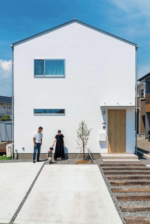 シンプルゆえに美しい 家族が彩る 白い家 白い外観の家 モダン