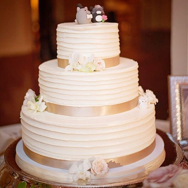 how to make a tiered wedding cake with fondant 2 tiered horizontal gold texture wedding cake 15872