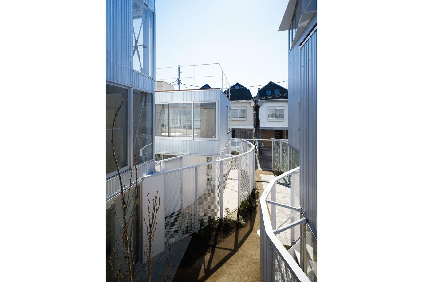 APARTMENT IN KAMITAKADA / Takashi Yamagata Architects, 2008 (J)