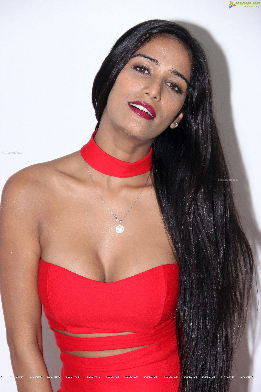 Poonam Pandey Glam Stills - Poonam Pandey in Red Dress  2662aef61