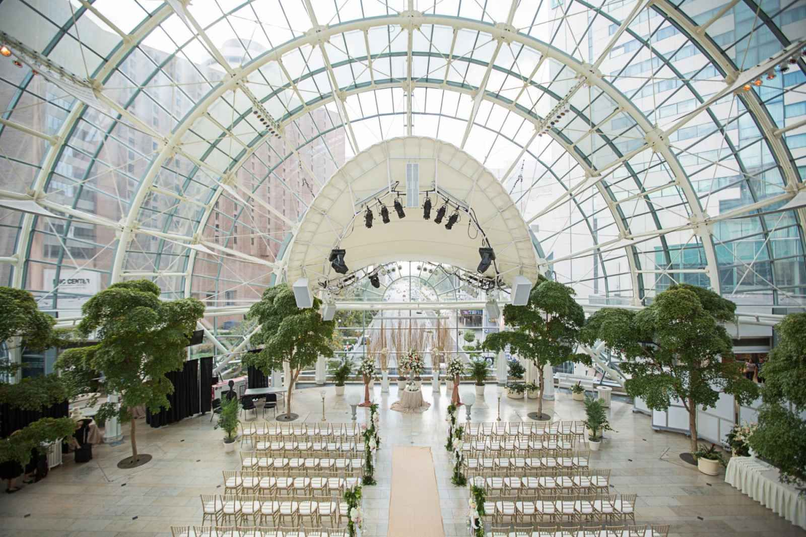 Indianapolis Artsgarden Wedding The Story Of Lindsay And Keith Cameron