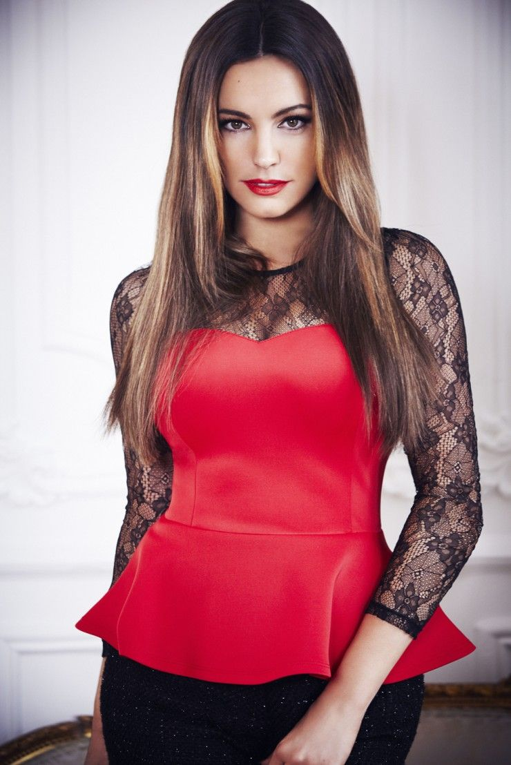 932a8a22e3 Kelly Brook  Red bodice and black lacy arms. Very fetching. AM ...