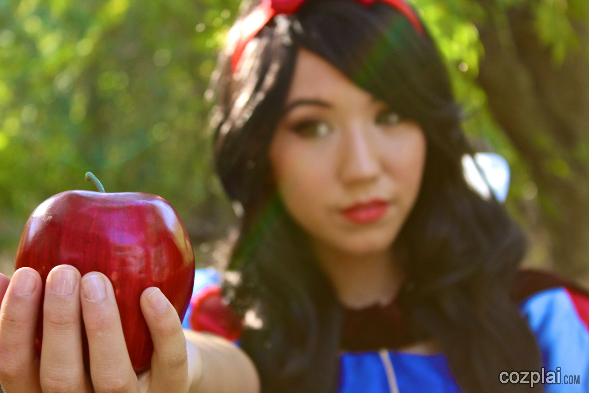 Snow White Cosplayed By Kalel Cullen Queenbeeuty Cosplaisensei Wonderlandwardrobe On Youtube She Seems Like Such A Kind Hearted Person But Kalel Y U No S