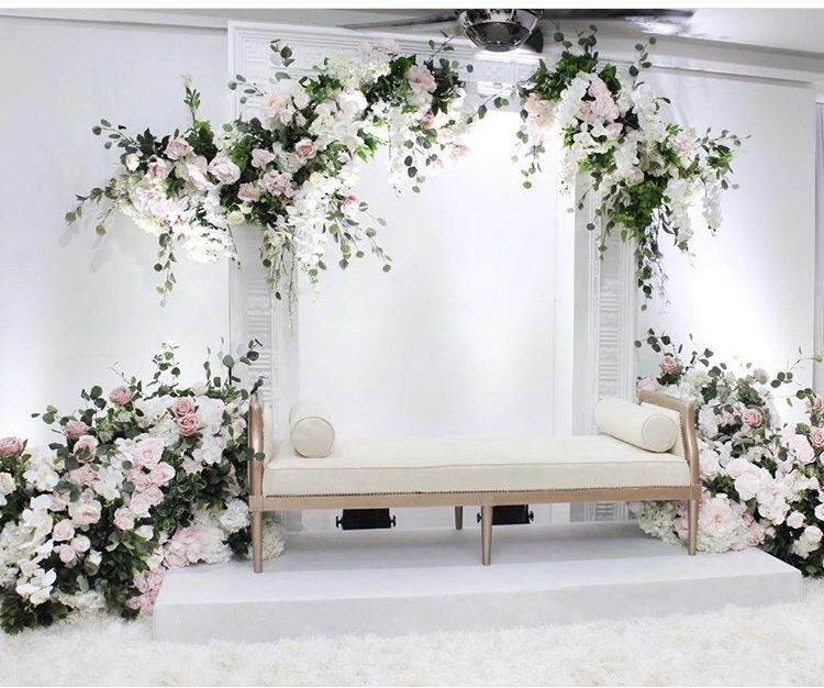Pin Oleh Shifazahlan Di Dais Dekorasi Pernikahan Klasik Tempat Pernikahan Perkawinan Sederhana