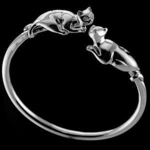Nose to nose silver cat bracelet