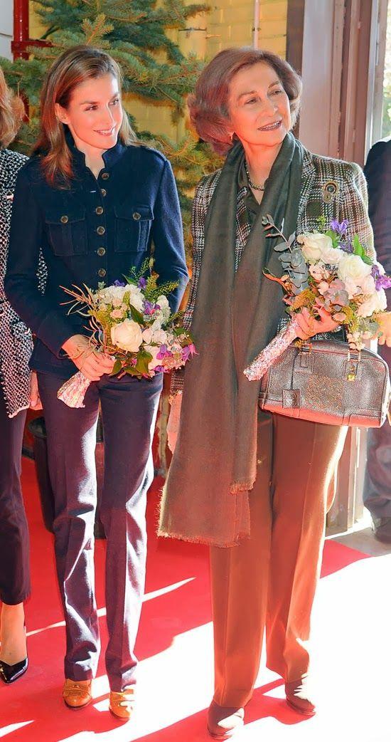 MYROYALS &HOLLYWOOD FASHİON: Queen Sofia and Crown Princess Letizia visited 'le Rastrillo Nuevo Futuro', November 29, 2013