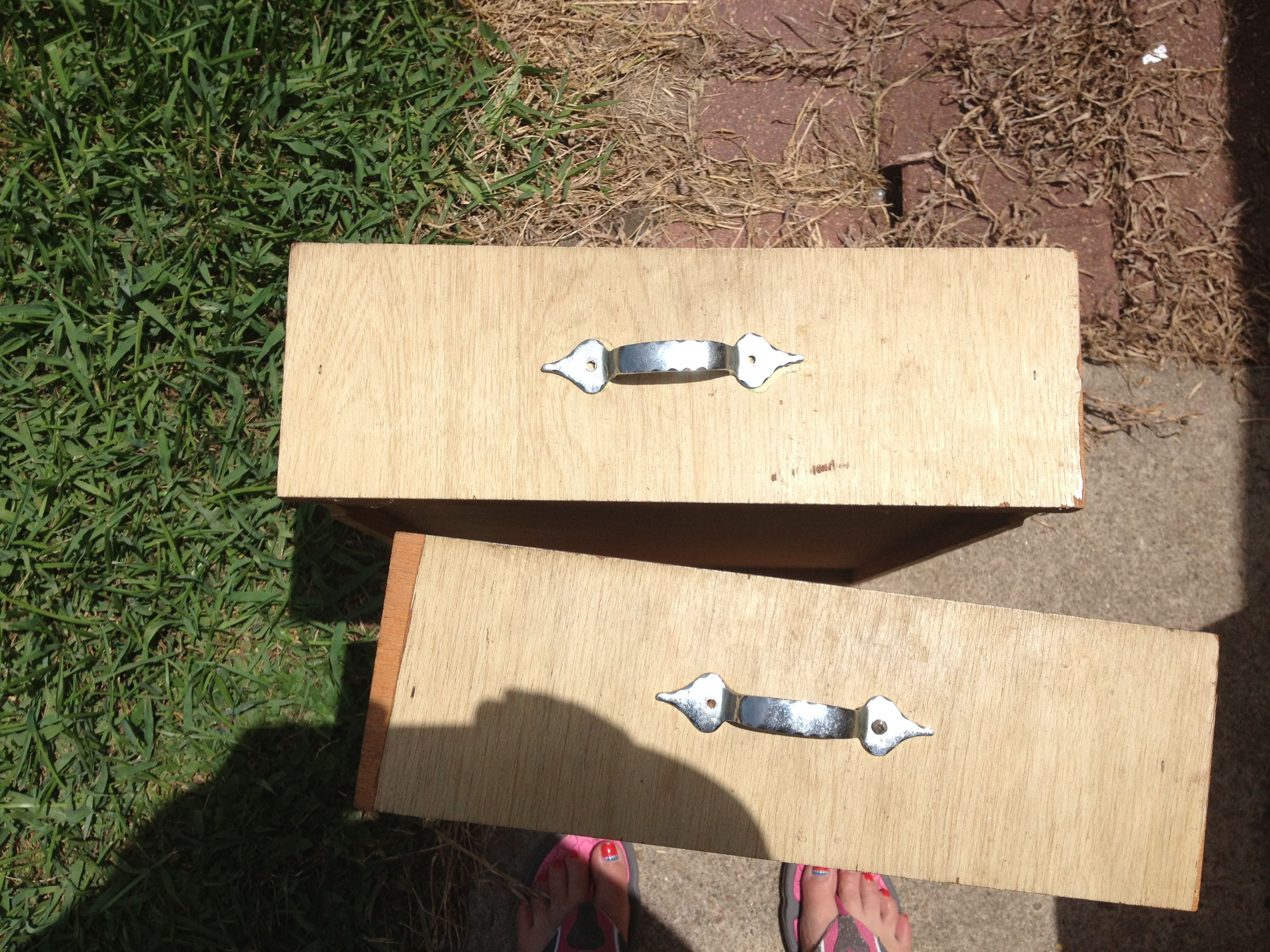 Lola's drawer fronts before..........
