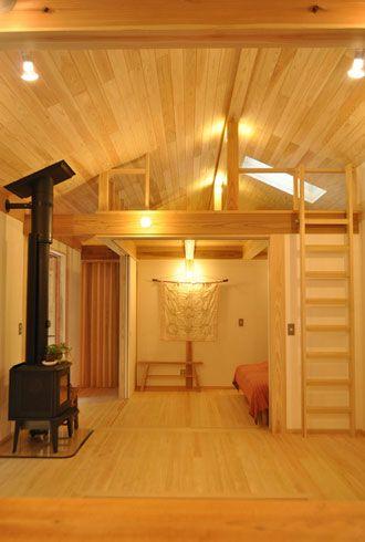 温泉の出る安曇野の別荘はリビング デッキ 浴室からは森だけが広がっ
