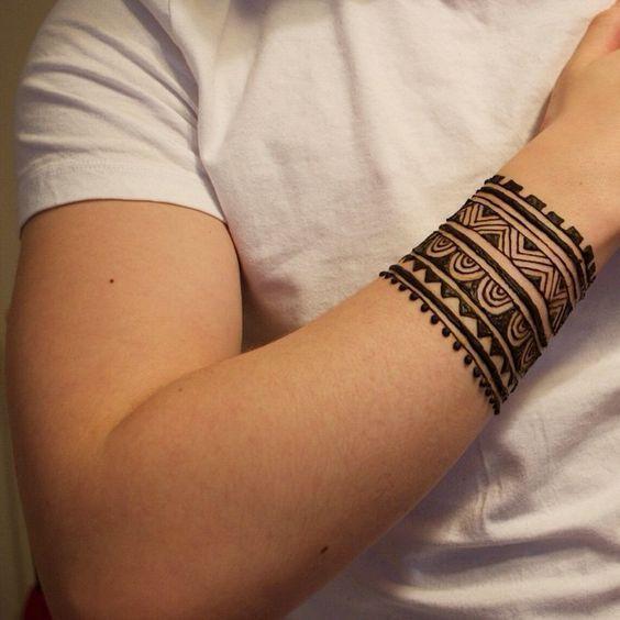 Such A Cool Way To Give You Mehendi An Interesting Twist Mehendi On Wrist Wrist Band Henna Tattoo Men Henna Tattoo Tribal Henna Designs Henna Tattoo Designs