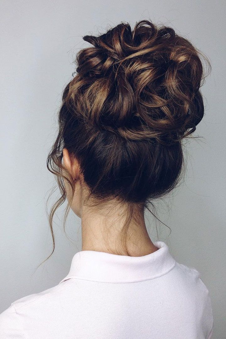 Pretty messy high updo hairstyle idea ,messy updo for medium hair,messy hairstyles for wedding #wedidnghair #hairstyle #upstyle #hairdos #updos #bridalhair #bridehair