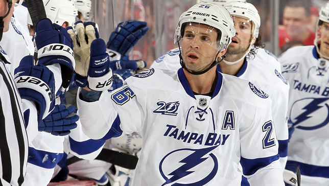 martin st louis becomes oldest player to capture nhl scoring title