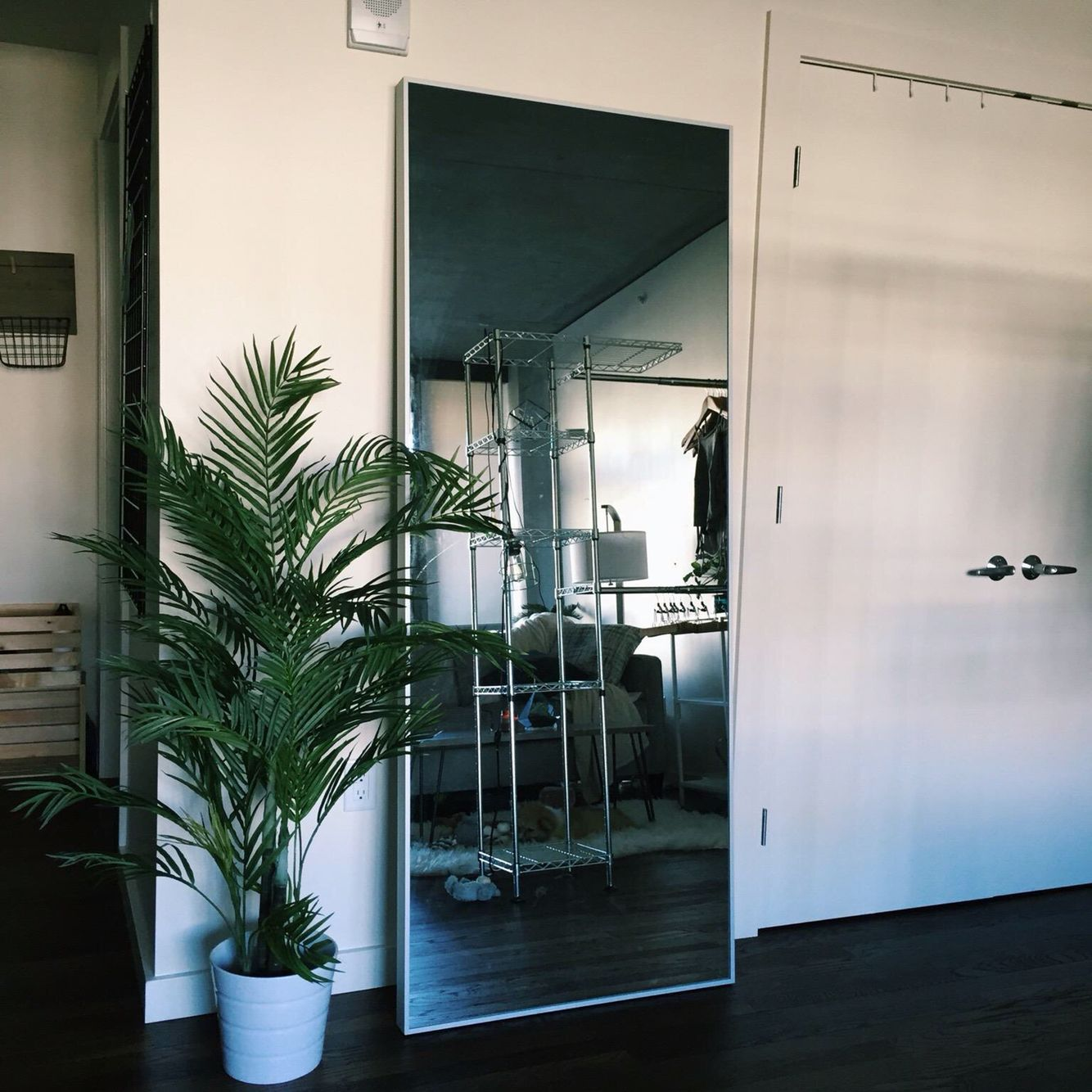 Ikea mirror party decor pinterest espejo interiores for Decoracion espejos ikea