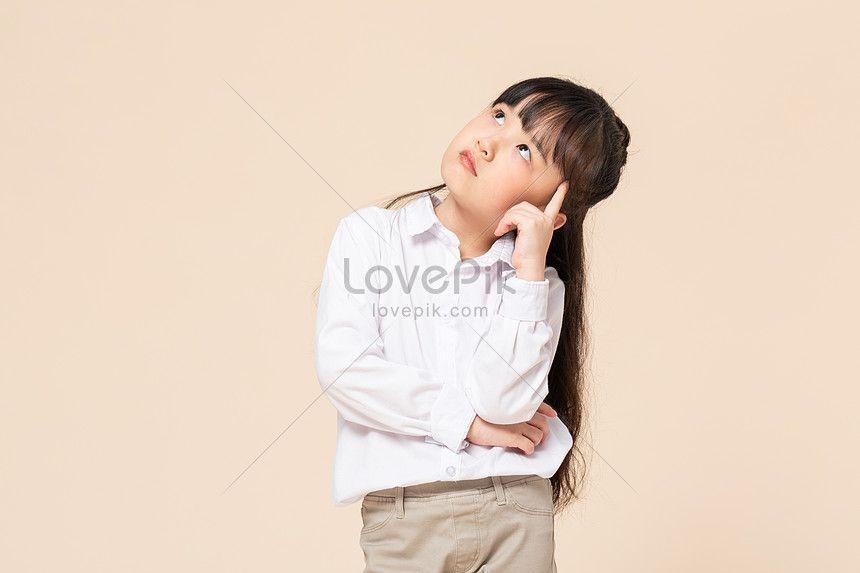 فتاة صغيرة تفكر في الصورة Girl Thinking Rain Jacket Windbreaker