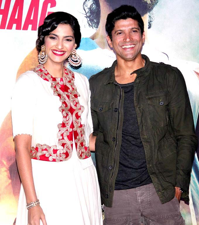 I'm with Milkha! Sonam Kapoor and Farhan Akhtar at the trailer launch of 'Bhaag Milkha Bhaag' #Bollywood #Fashion