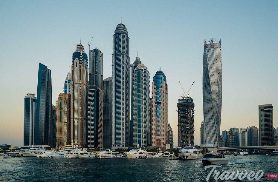 عزيزى الزائر لنأخذك في دليلنا هذا في جولة تعارف علي أفضل مطاعم دبي التي تتميز بمستوي خدمتها و اسعارها الم Dubai Travel Middle East Destinations Places To Visit
