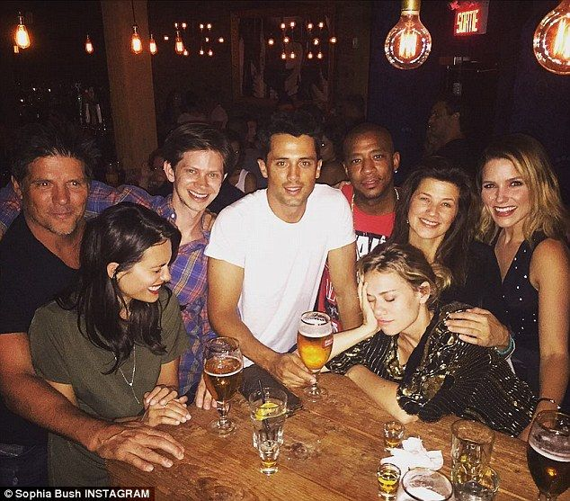 They're back together!On Saturday night, several members of One Tree Hill assembled to enjoy each other's company over drinks at a brightly illuminated bar in Montreal