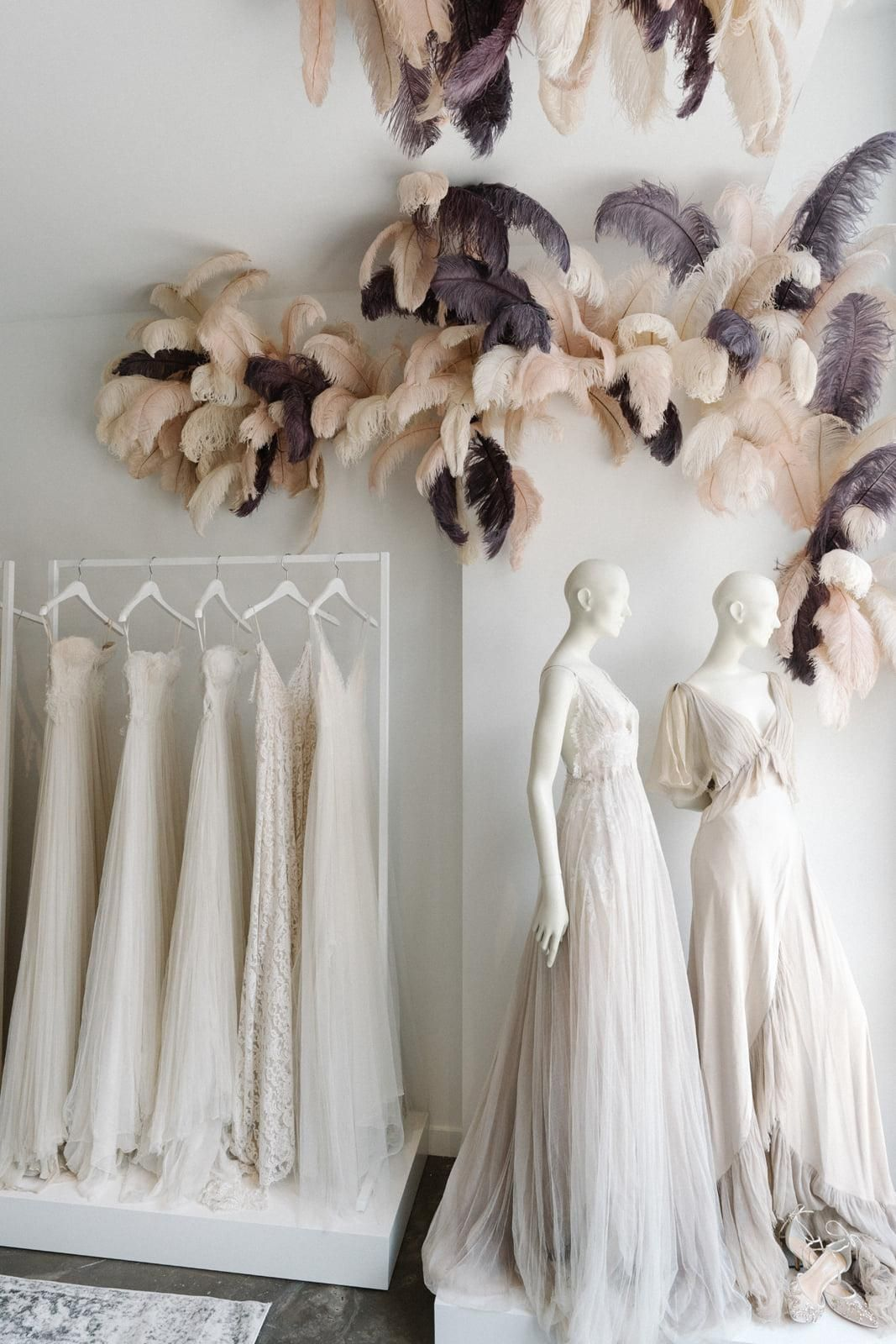 The Best Wedding Dress Boutiques Salons In Nyc Bridal Shop Decor Bridal Showroom Bridal Boutique Interior
