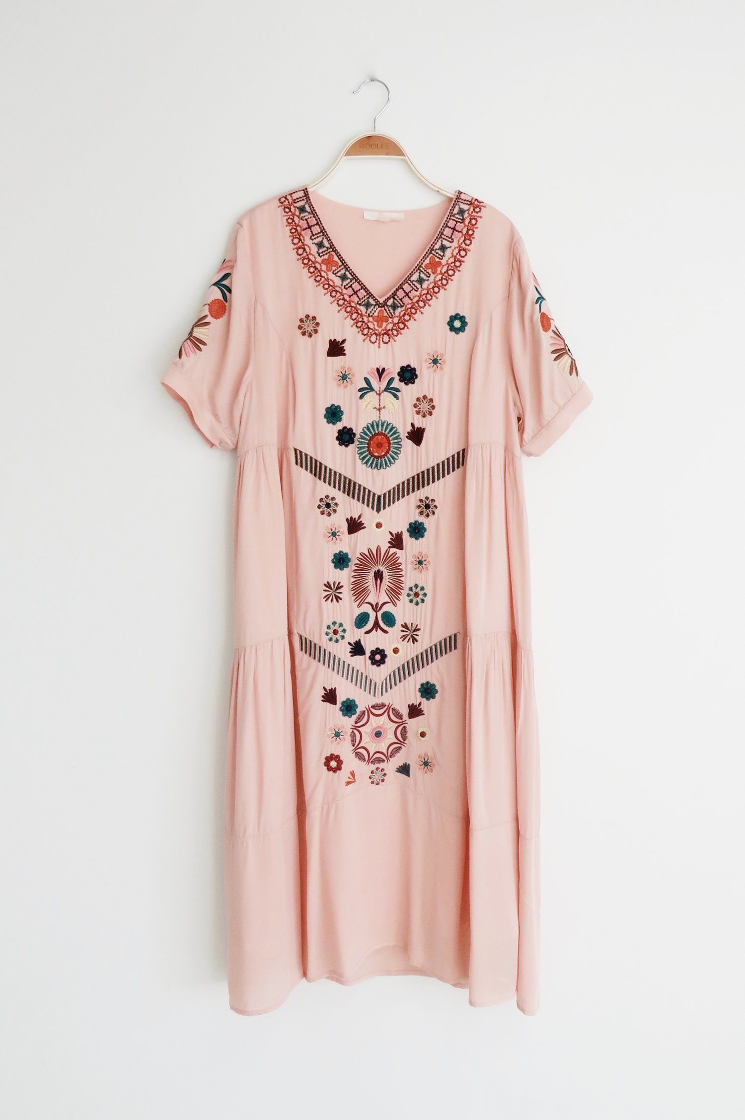 Embroidered Rose Midi | ROOLEE | Stylin | Pinterest | Sumo, Túnicas ...