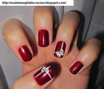 Modele Unghii De Craciun Simple Designs For Christmas Nails Xmas Nails Christmas Nails Christmas Present Nails