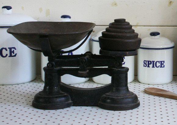 Vintage Cast Iron Scales - Black ❤❤