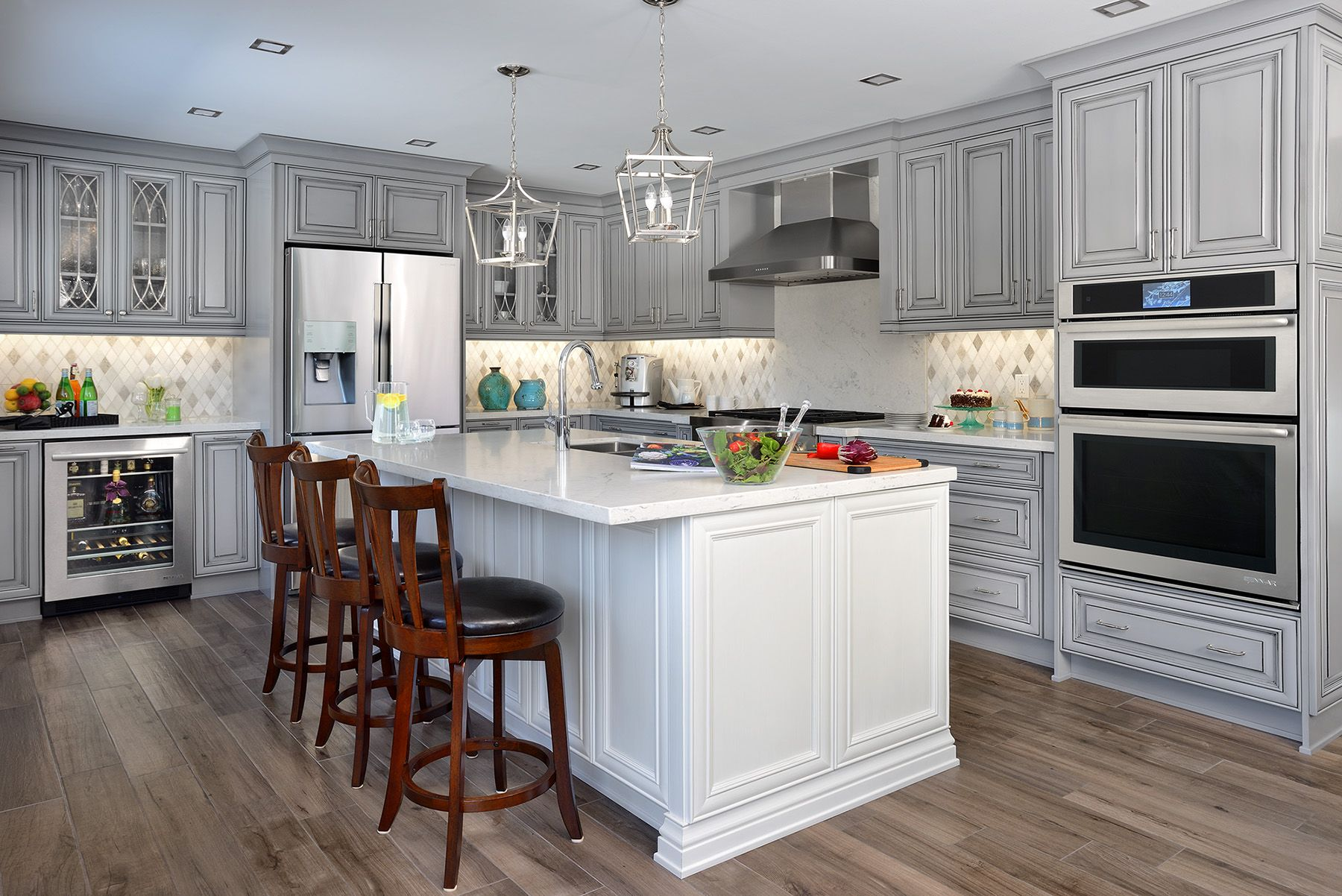 Best Glacier White Island And Sterling Grey Cabinets Blend 400 x 300