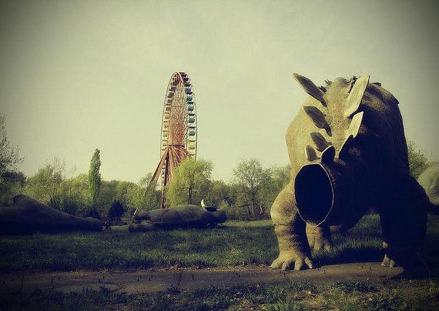 Abandoned Amusement Park in Berlin, Germany @Derske wil je met mij hier naartoe?