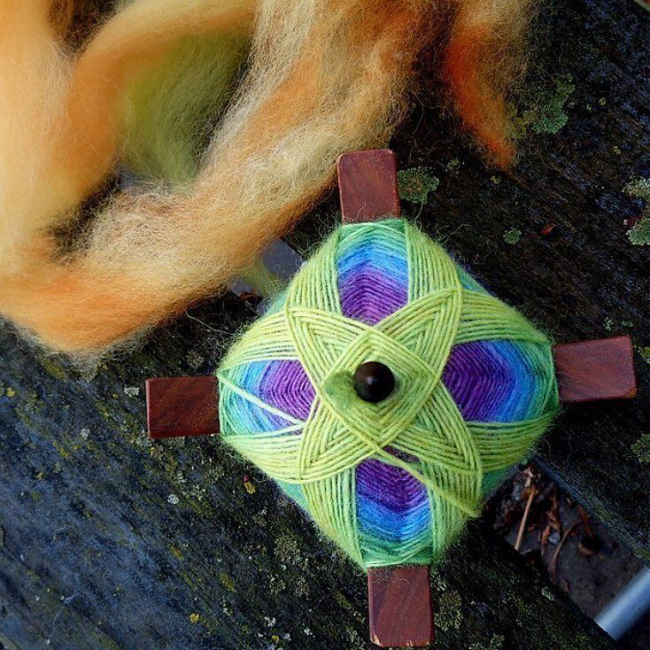 Here's a crazy-gorgeous photo of the underside of Melanie's Turkish spindle wrap. SO beautiful! @mmbmeek #threewatersfarmfiber