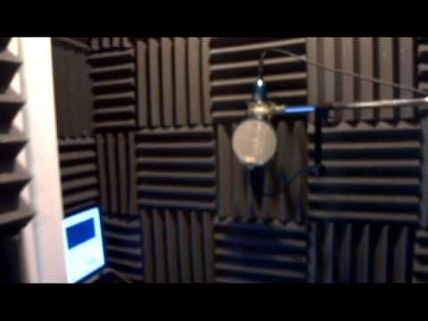 How To Turn A Closet into A Vocal Booth With Ronnie Rokk Music - isolation phonique maison mitoyenne