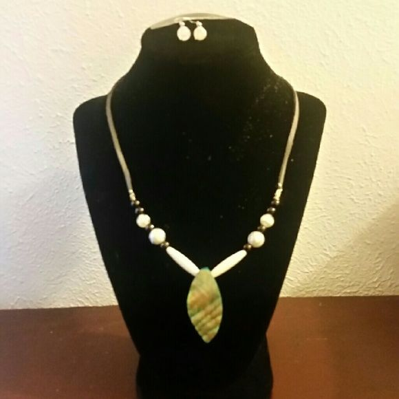 """Black and white beaded necklace 18"""" - new Necklace that you can adjust smaller Jewelry Necklaces"""