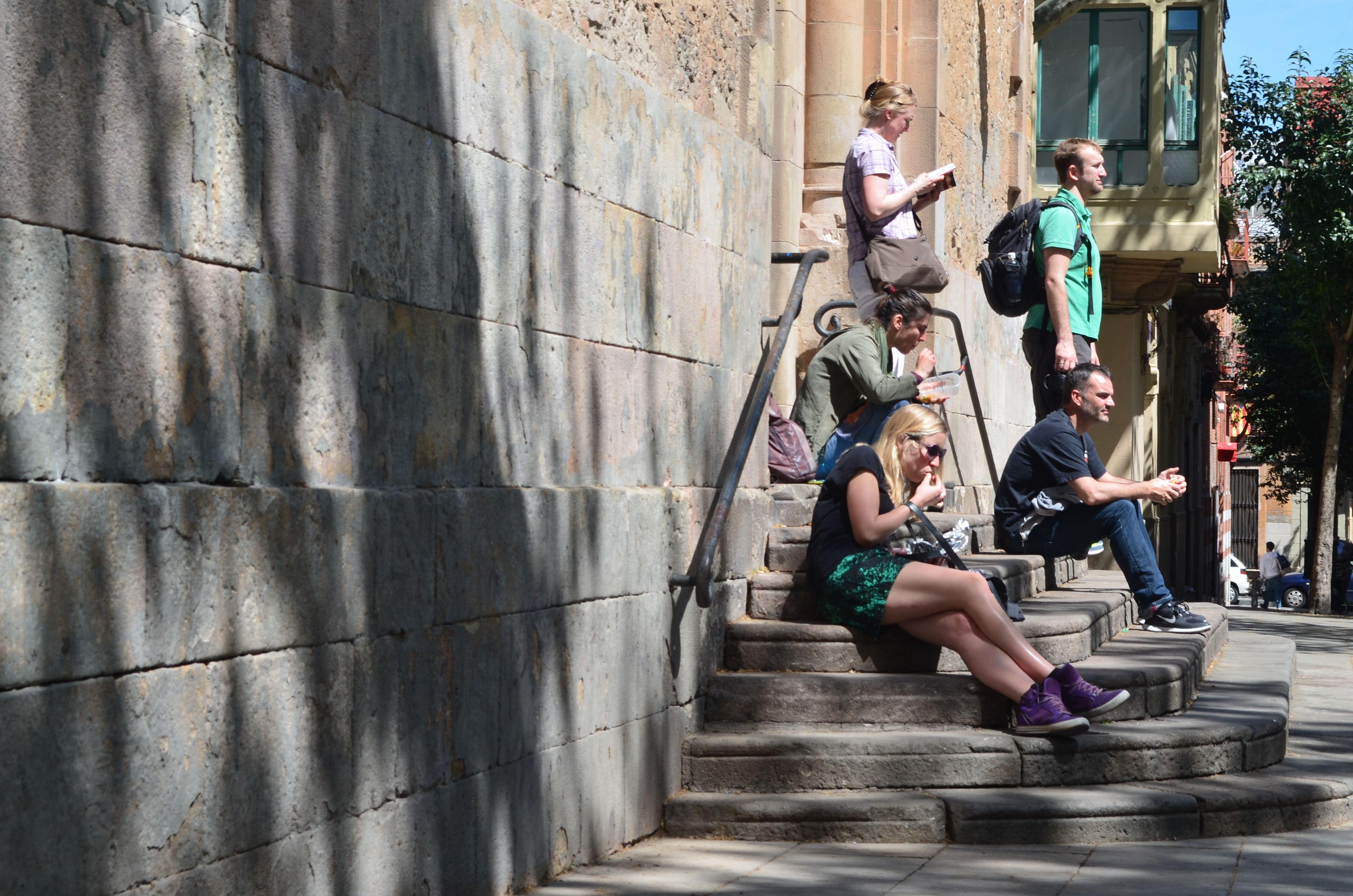 La escalinata de la iglesia + el unico rincón de sol, no tienen comparacion.  MULTIESPACIO!!