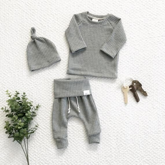Photo of Geschlechtsneutrales graues Outfit, Waffelstrick-Babyoutfit, Babykleidung, Outfit zum Mitnehm…