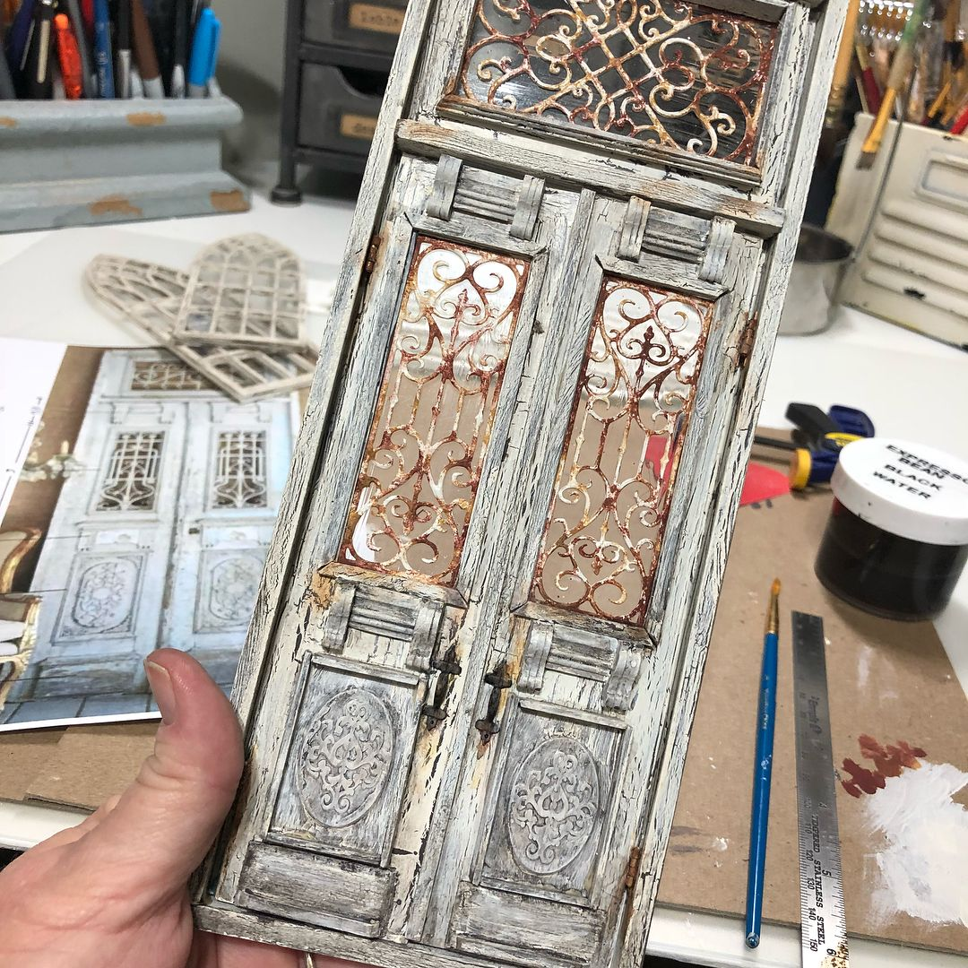 "Jennifer Kennedy on Instagram: ""Door.  #dollouse #dollhouseminiatures #miniature #miniatures #miniaturedoor #dollhousedoor #shabbychic #shabbychicdollhouse #salvaged…"" #miniaturedolls"