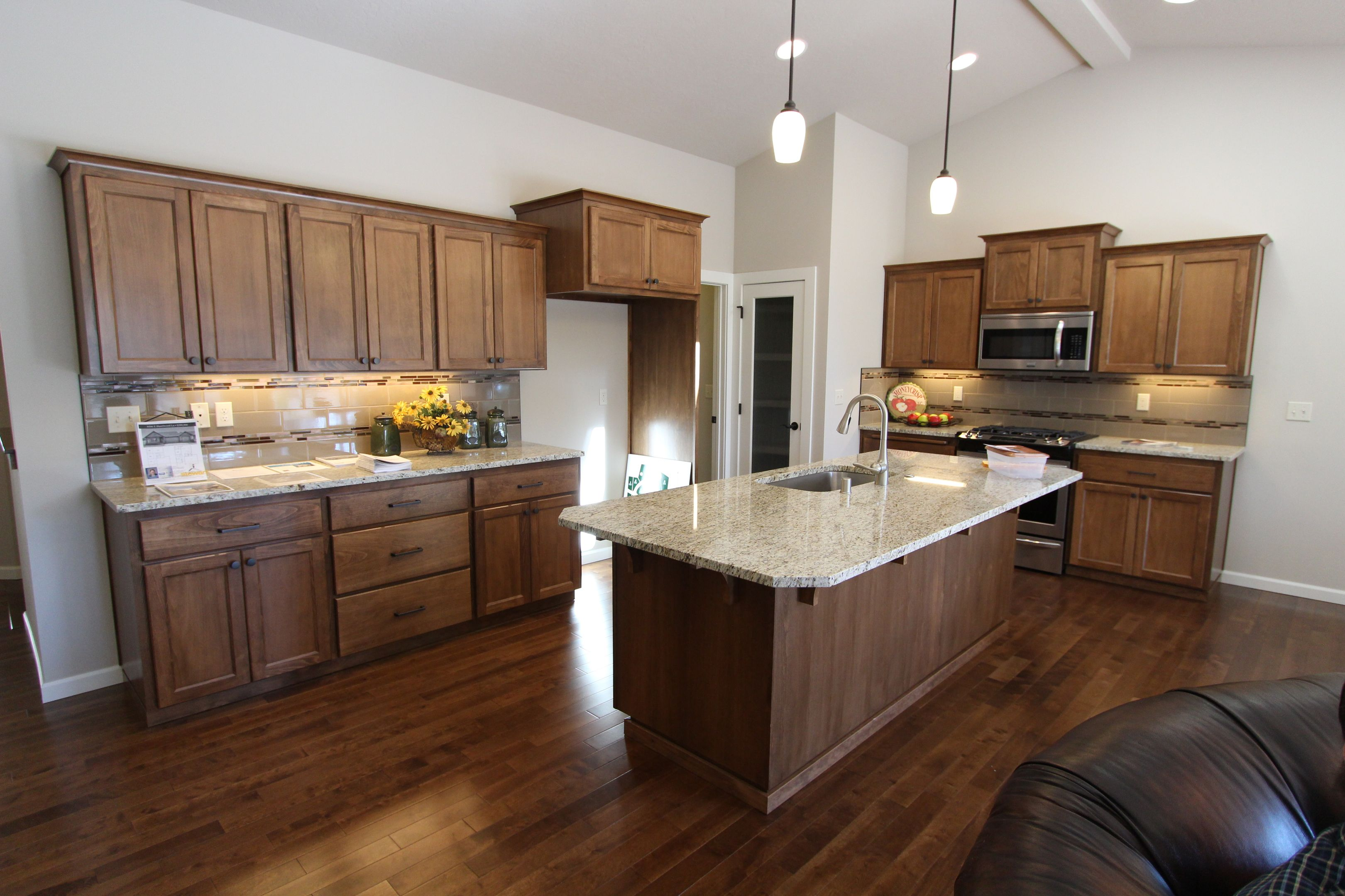Best Affordable Custom Cabinets Showroom Kitchens Without 400 x 300
