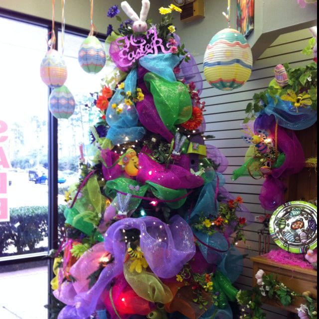 Turn That Christmas Tree Into A Beautiful Easter Tree Looks Like An Easter Egg Easter Tree Diy Diy Christmas Tree Christmas Tree Wreath