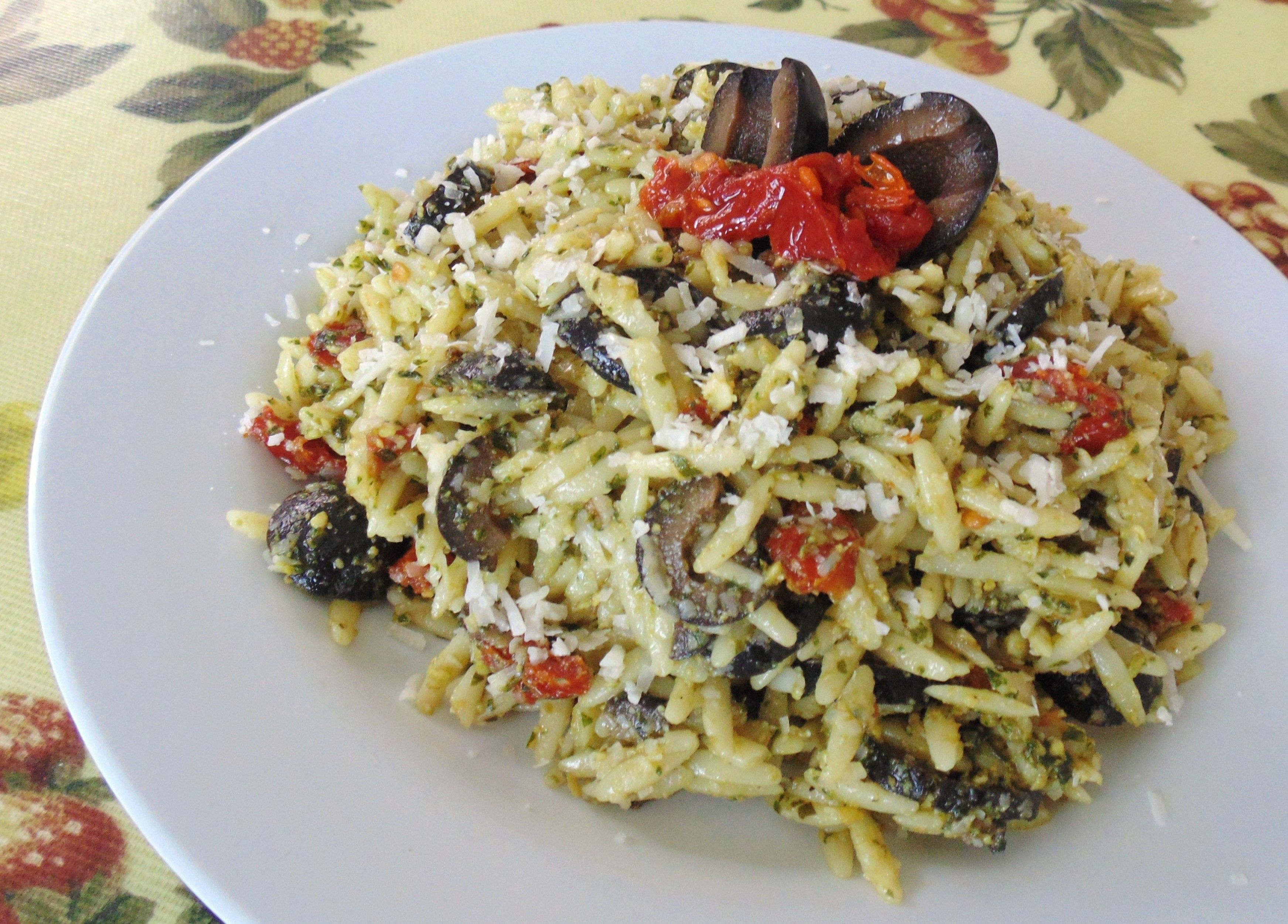 8 Quick And Easy Dinners Loaded With Pesto |  Orzo with Sun-Dried Tomatoes and Kalamata Olives