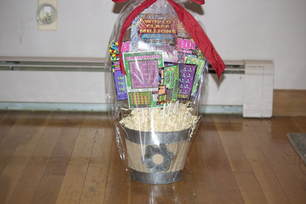 www.mommybusiness.net Simple & Quick Scratch Ticket Bouquet