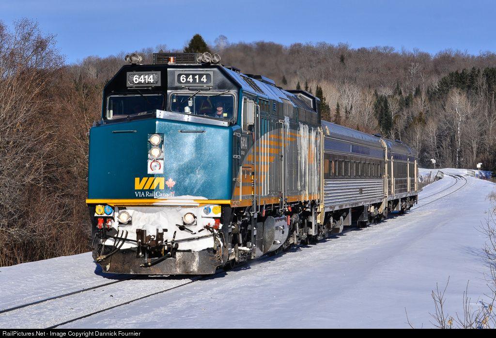 Railpictures Net Photo Via 6414 Via Rail Emd F40ph At