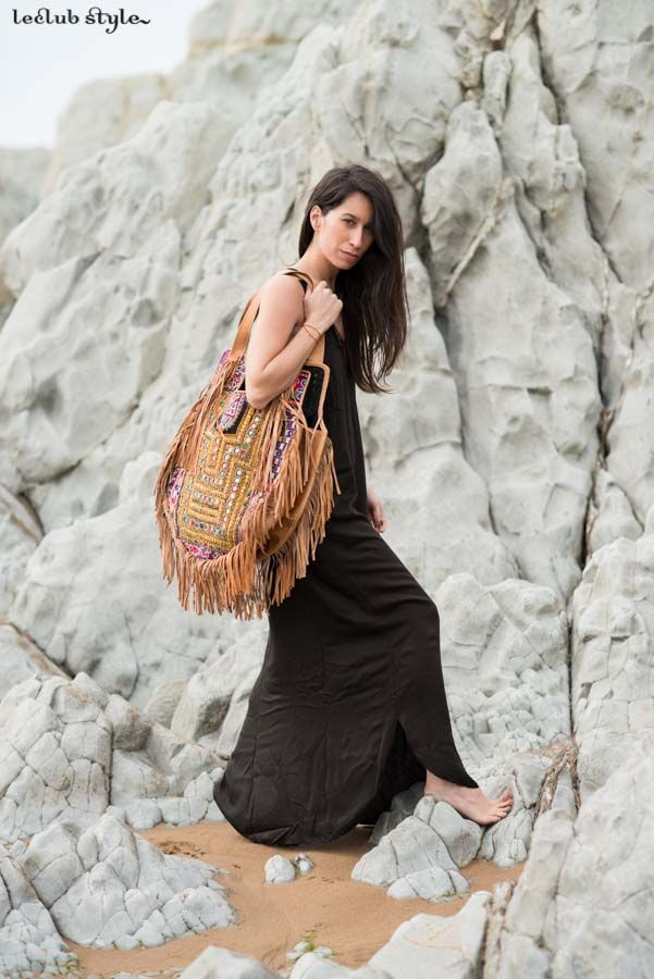 Summer days at the beach. Rabens Saloner black long dress, La Vie en Rose (Bilbao) ethnic maxi bag with finges. Blogger Adriana Lindo. Photographer Ángel Robles Robles.