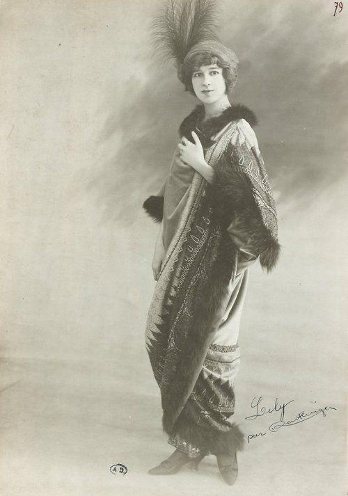 1907-1914 Madeleine Lély wearing a hat trimmed with feathers (photo by Léopold Reutlinger)  Photo © Bibliothèque des Arts Décoratifs, Paris