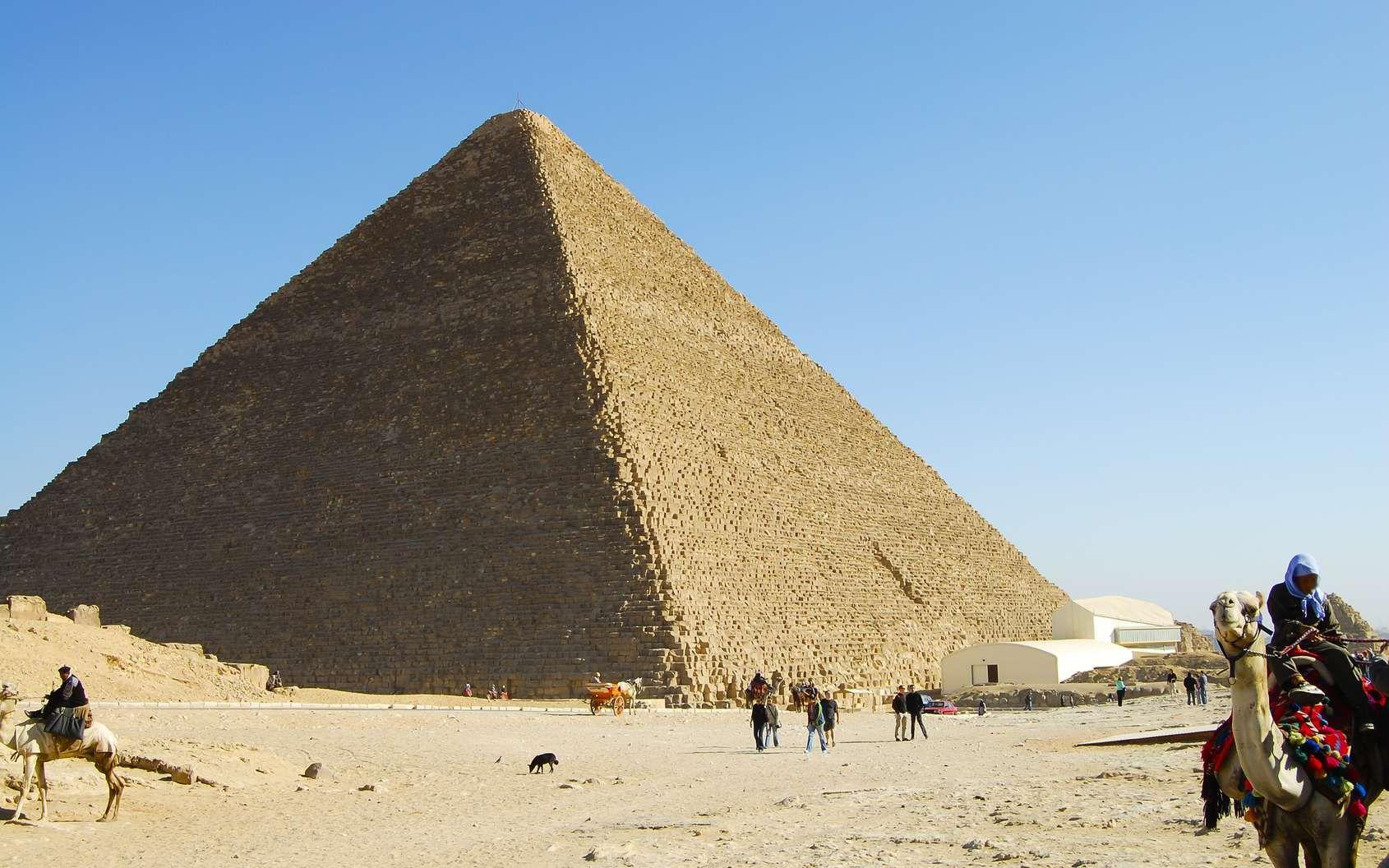 Pyramide de Khéops : une grande cavité découverte à l\'intérieur