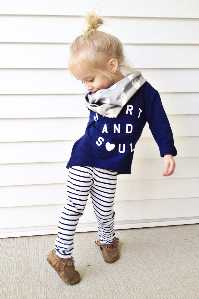 14b3d03cc02fd So adorable. baby fashion. Stripe style look Stylish Little Girls ...