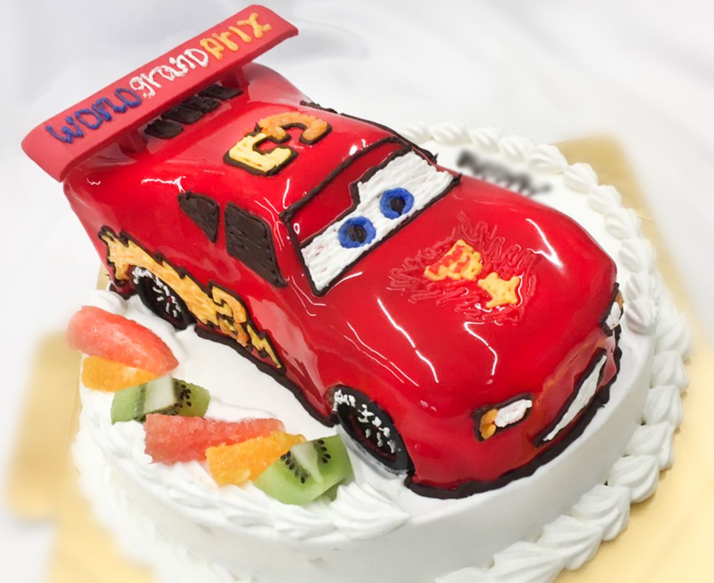 3歳のお誕生日おめでとうカーズマックイーンゼッケンナンバーは
