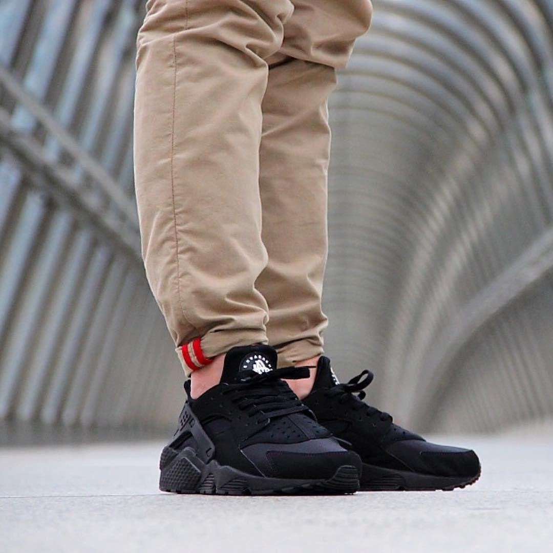 free shipping 865f7 bd6eb Triple Black Huarache  Nike  Huarache
